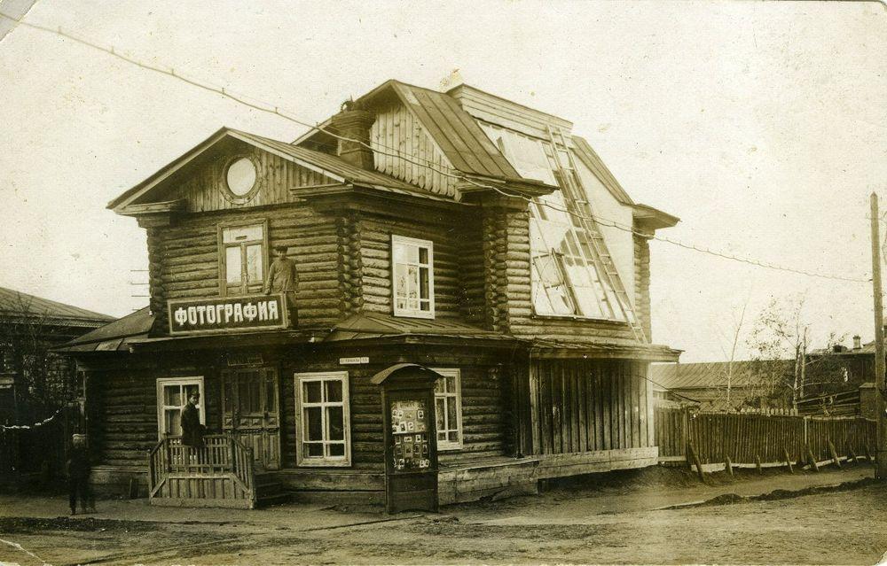 Типичная постройка периода нэпа: здание фотоателье И.М. Бабыкина. 1920-е гг.