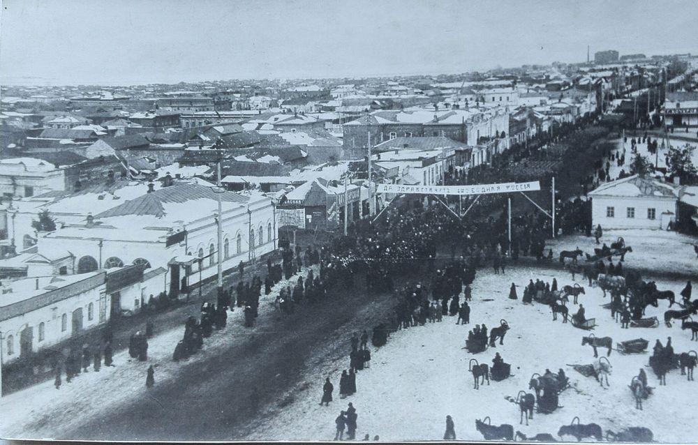 Манифестация в г. Кургане в честь свержения самодержавия. Репродукция. 6 марта 1917 г.