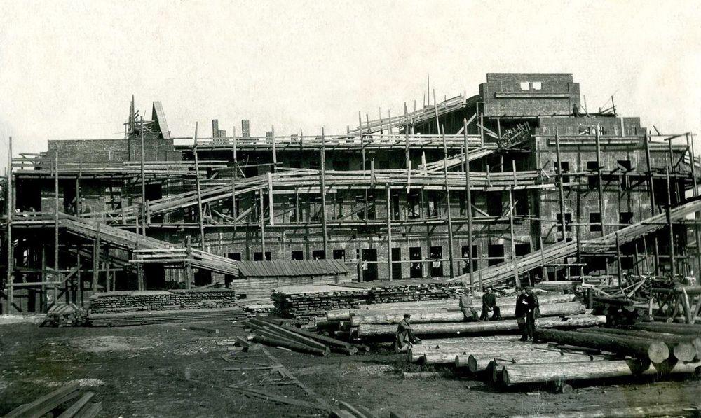 Строительство Народного дома в Кургане. 1920-е гг.