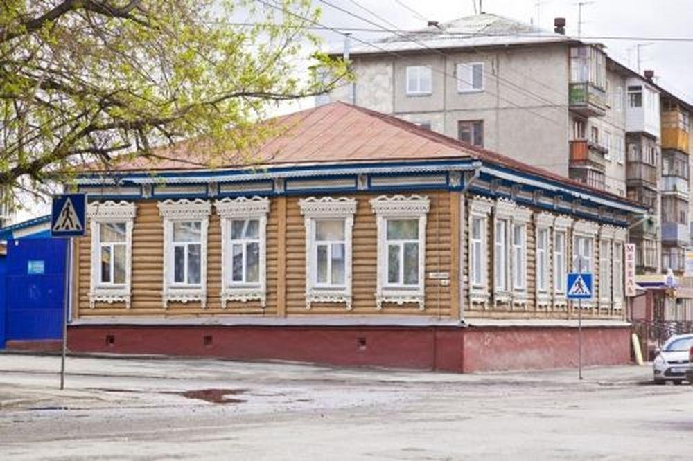 В этом доме в 1920-е годы располагался детский дом № 3. Дом врача Г. Шубского (угол улиц Советской и Красина в г. Кургане).