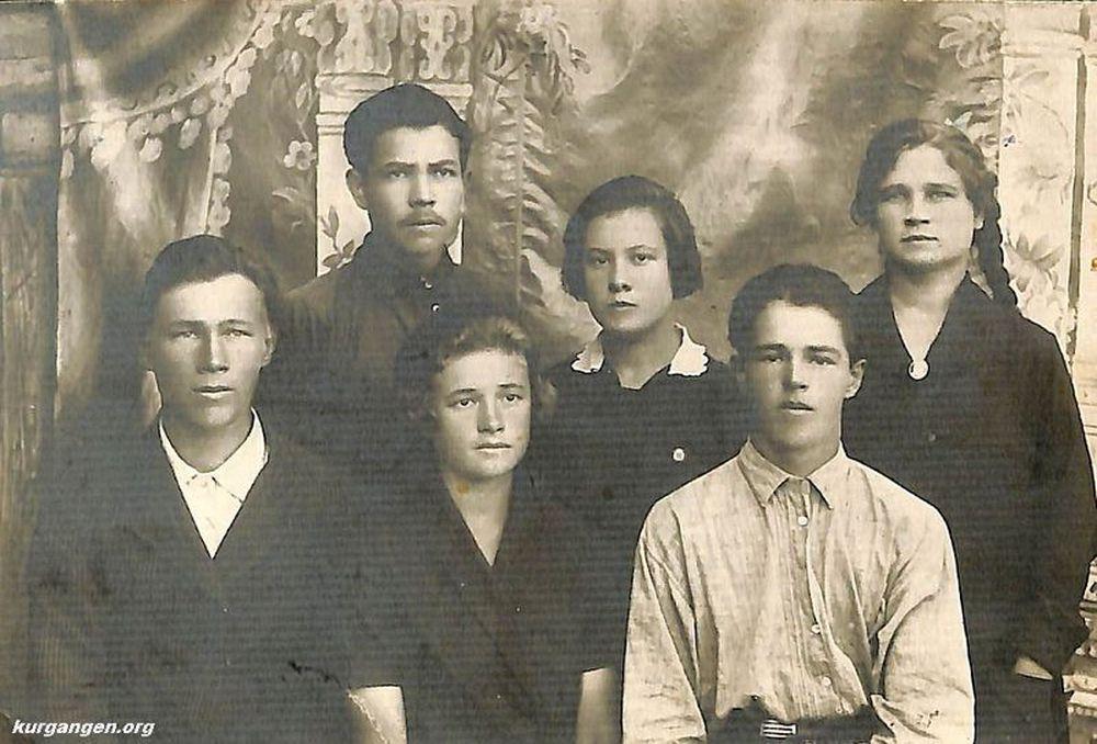 Группа ликвидации безграмотности (ликбез). с. Утятское. 1928 г.