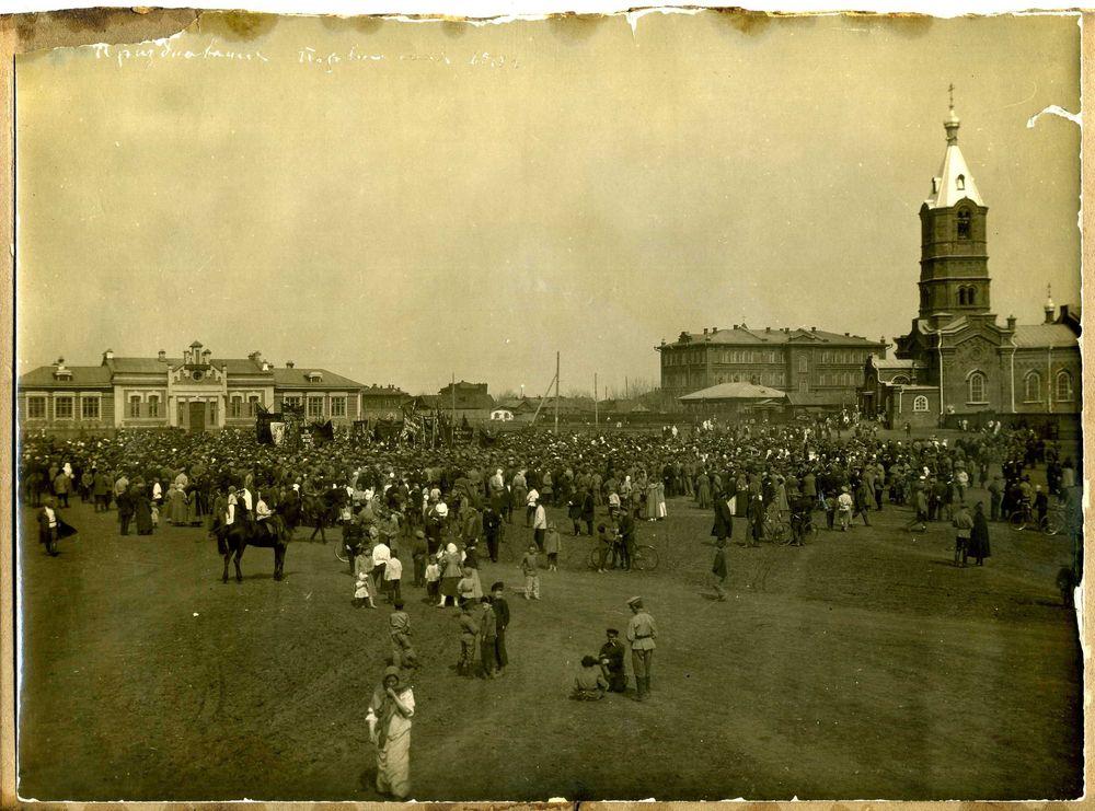Празднование 1 мая на Александровской площади г. Кургана. 1918 г.