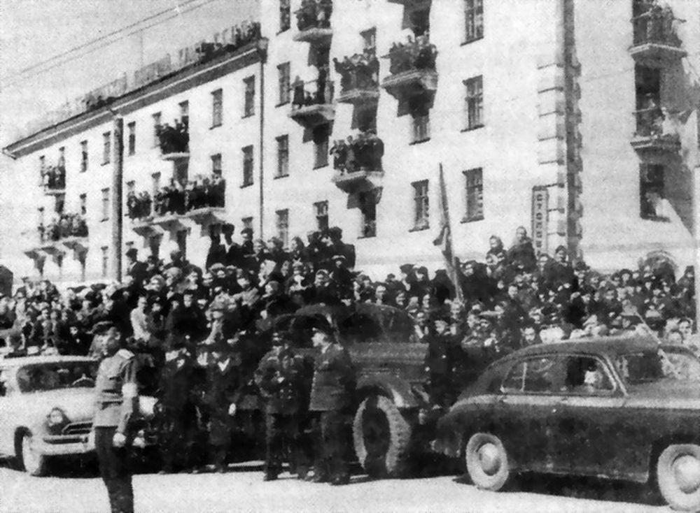 Первый в г. Шадринске пятиэтажный дом. 1959 г.