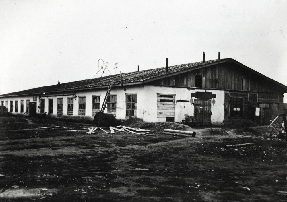 Здание завода «Уралсельмаш», где в годы войны было организовано производство бомб. Курган. 1942 г.