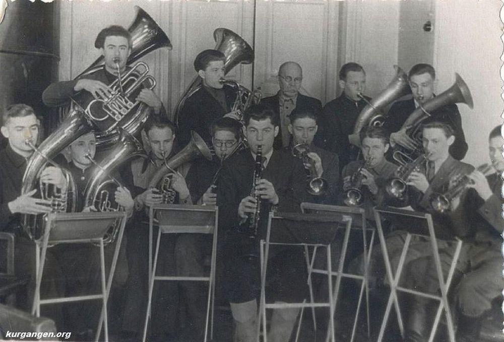Самодеятельный духовой оркестр Курганского сельскохозяйственного института. 1950-е гг.