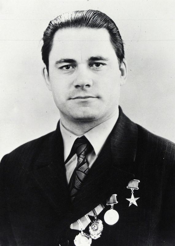 Атаманюк Николай Тодорович, Герой Социалистического Труда, газоэлектросварщик. 1975 г.