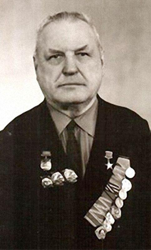 Иван Петрович Блинов,машинистдепостанцииКурганЮжно-Уральской железной дороги, Герой Социалистического труда.