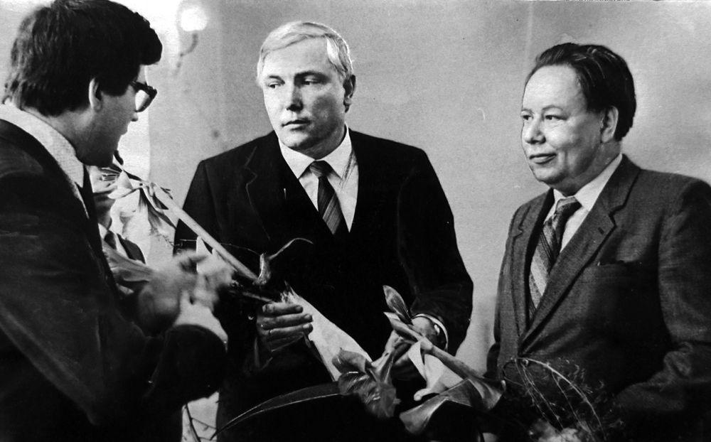 Кандидаты в народные депутаты СССР А.Г.Ефремов и Н.П. Пешков.