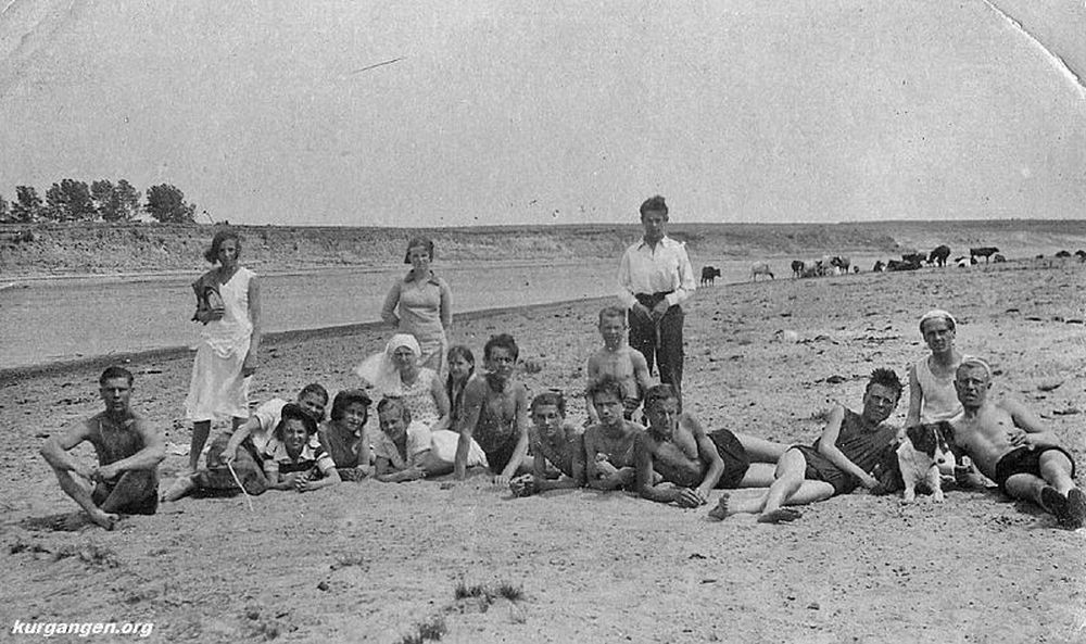 На пляже. Курган. Июнь 1938 г.