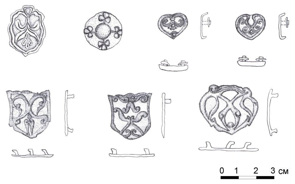 Поясные накладки и конская сбруя из клада в Приисетье